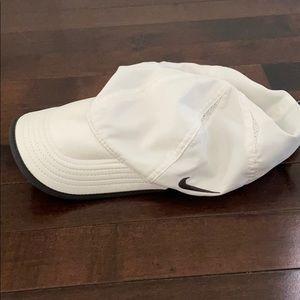 Men's white Nike running hat